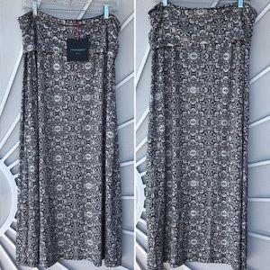 New Cynthia Rowley maxi skirt. very flattering fit
